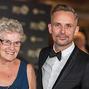 NLD/Amsterdam/20171012 - Televizier-Ring Gala 2017, Patrick Martens met zijn moeder