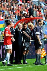 16-05-2010 VOETBAL: FC UTRECHT - RODA JC: UTRECHT<br /> FC Utrecht verslaat Roda in de finale van de Play-offs met 4-1 en gaat Europa in / Jan Wouters, Ton du Chatinier en scheidsrechter Blom<br /> ©2010-WWW.FOTOHOOGENDOORN.NL