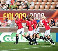 Fotball<br /> EM kvinner 2009<br /> Norge v Frankrike 1-1<br /> 30.08.2009<br /> Foto: Jussi Eskola, Digitalsport<br /> NORWAY ONLY<br /> <br /> Norge jubler for 1-0. <br /> Trine Rønning (tv)