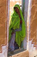 Inde. Rajasthan. Femme dans un village des environs de Jaisalmer. // India. Rajasthan. Woman around Jaisalmer.