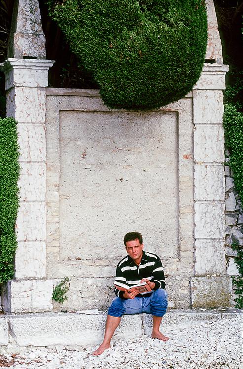 21 MAY 2000 - Garda (VR) - Gianluca Rana, industriale della pasta, nella villa sul lago.