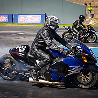 Ross Smith (1592) warming the rear tye of his Suzuki Hayabusa, while Neil Anderson (137) does the same on his Kawasaki in the other lane.