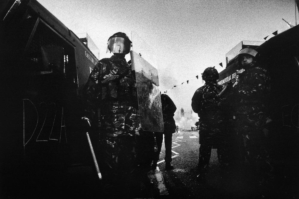 Sandy Row, patrouille du RUC lors d'affrontement dans un quartier protestant extrémiste.