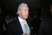 Martin Summers. Cartier Dinner hosted by Arnaud Bamberger, Matthew Slotover and Amanda Sharp to celebrate the artist featured in Frieze projects 2005. Nobu Berkeley St..  London. 21 October 2005. ONE TIME USE ONLY - DO NOT ARCHIVE © Copyright Photograph by Dafydd Jones 66 Stockwell Park Rd. London SW9 0DA Tel 020 7733 0108 www.dafjones.com