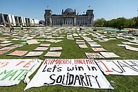 24 APR 2020, BERLIN/GERMANY:<br /> Aktion von Fridays for Future im Rahmen von Netzstreik fuers Klima, #netzstreikfuersklima : Aktivisten befestigen hunderte von Schildern mit Forderungen zur Rettung des Klimas auf dem Platz der Republik vor dem Deutschen Bundestag / Reichstagsgebaeude<br /> IMAGE: 20200424-01-002<br /> KEYWORDS: Demo, Demonstration, Protest, Klimawandel, climate change, action, Corona, #netzstreikfürsklima