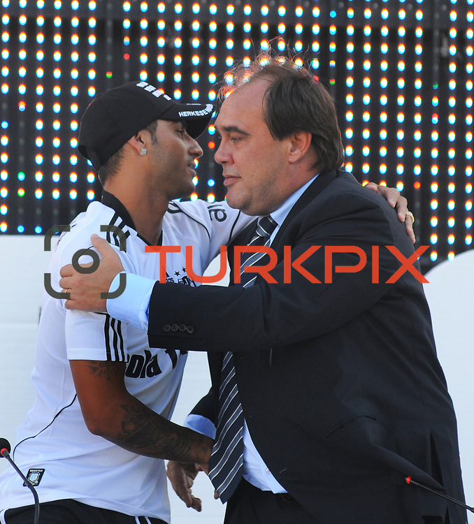 Besiktas Istanbul's new Portuguese soccer player Ricardo Quaresma (L) and Besiktas president Yildirim Demiroren (R) poses for the media after signing a contract with Turkish soccer club Besiktas at Inonu stadium in Istanbul June 19, 2010.Photo by TURKPIX
