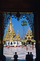 Myanmar (ex Birmanie). Yangon (Rangoon). Paya Swedagon. // Myanmar (Burma). Yangon (Rangoon). Paya Swedagon.
