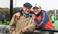 BLOEMENDAAL - Vader en Zoon. Bloemendaal coach Michel van den Heuvel , met zijn vader , bij de training van Bloemendaal Heren I. COPYRIGHT KOEN SUYK