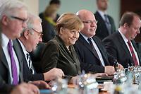 26 FEB 2014, BERLIN/GERMANY:<br /> Angela Merkel (M), CDU, Bundeskanzlerin, vor Beginn der Kabinettsitzung, Bundeskanzleramt<br /> IMAGE: 20140226-01-018<br /> KEYWORDS: Sitzung, Kabinett, freundlich