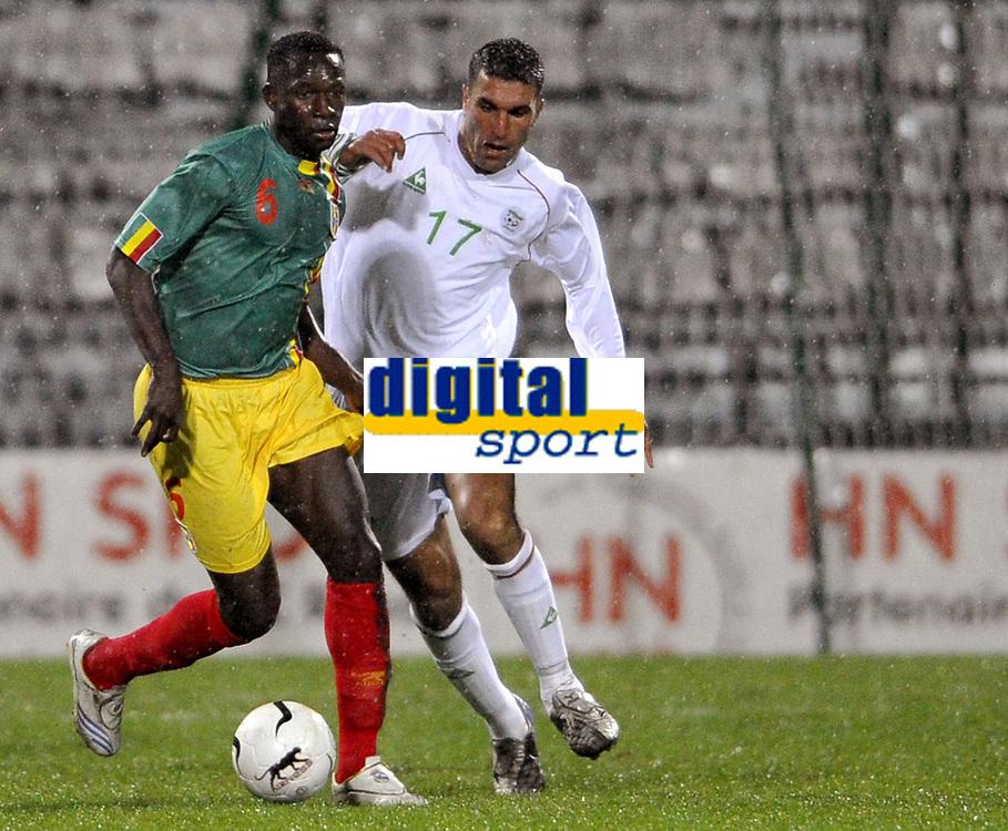 Fotball<br /> 20.11.2007<br /> Algerie v Mali<br /> Foto: Dppi/Digitalsport<br /> NORWAY ONLY<br /> <br /> FOOTBALL - FRIENDLY GAMES 2007/2008 - ALGERIA v MALI - 20/11/2007 - MAHAMADOU DIARRA  (MALI) / SAMIR ZAOUI (ALG)