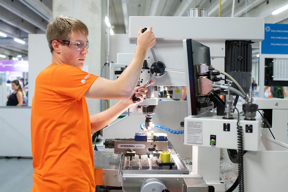 12. September 2018; Bern; SwissSkills 2018  - 2. Tag - Polymechaniker/in EFZ, CNC Drehen / Polymecanicien CFC: tournage CNC / Polymecanicienne CFC: tournage CNC / Polimeccanico (AFC) / Polimeccanica (AFC) - tornitura CNC / Swissmechanic / Swissmechanic / Swissmechanic  (Michael Zanghellini)