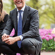 NLD/Lisse/20190417 - Minister Rutte doopt tulp inde Keukenhof, Mark Rutte bij een veld met tulpen