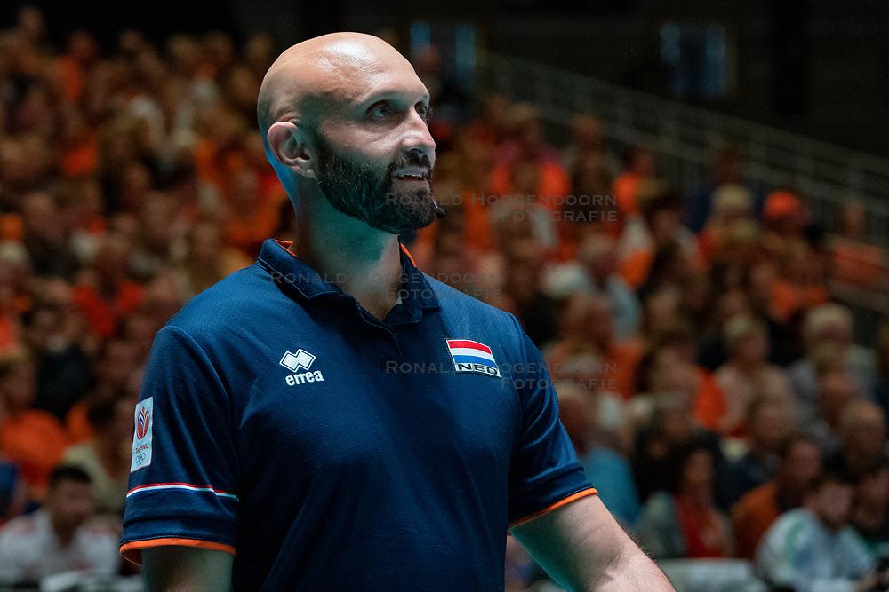28-05-2019 NED: Volleyball Nations League Netherlands - Brazil, Apeldoorn<br /> <br /> Coach Jamie Morrison of Netherlands