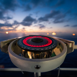 Bússola giroscópica fotografada a bordo do navio Borealis da empresa Subsea 7 enquanto efectuava manobras essenciais para instalação de equipamentos subaquáticos para o projecto CLOV da TOTAL E&P em Angola no Blogo 17 (deep ofshore). Oceano Atlántico.