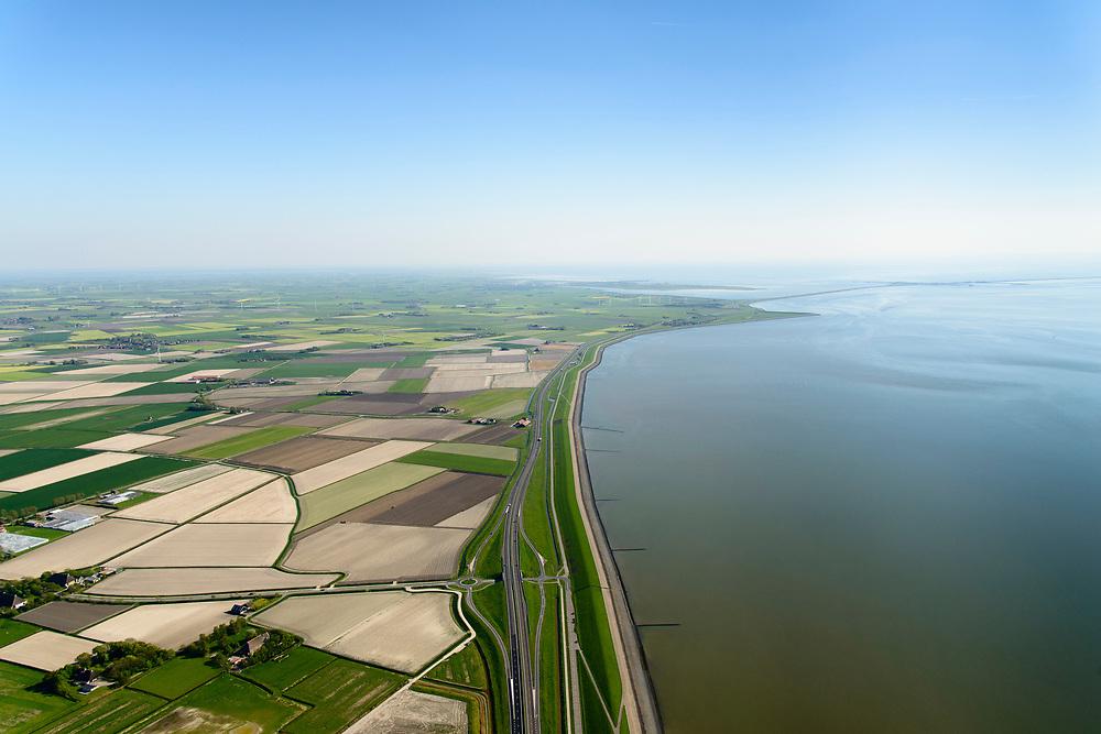 Nederland, Friesland, Gemeente Súdwest-Fryslân, 07-05-2018; Fries Waddenkust ter hoogte van Kimswerd / Dijksterburen, gezien naar Zurich en met de Afsluitdijk in de achtergrond.<br /> Coast Wadden Sea.<br /> luchtfoto (toeslag op standaard tarieven);<br /> aerial photo (additional fee required);<br /> copyright foto/photo Siebe Swart