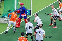 AMSTELVEEN - drukte voor het doel van keeper Philip van Leeuwen (Adam)    tijdens de hoofdklasse competitiewedstrijd hockey mannen, Amsterdam-Bloemendaal (1-2)  , COPYRIGHT KOEN SUYK