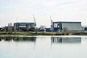 Nederland, Deest, 14-2-2019Aan de  rivier de Waal ligt in de gemeente Druten Deest met de moderne scheepswerf Ravestein . Het staalbedrijf is gespecialiseerd in zware metalen constructies zoals bruggen, ophaalbruggen,roll on roll off systemen, sluisdeuren en speciale pontons . Constructiebedrijf .Foto: Flip Franssen