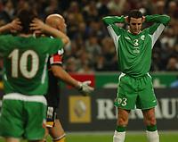 Fotball<br /> VM-kvalifisering<br /> 09.10.2004<br /> Foto: SBI/Digitalsport<br /> NORWAY ONLY<br /> <br /> Frankrike v Irland<br /> <br /> Ireland's John O'Shea misses a chance