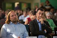 DEU, Deutschland, Germany, Berlin, 25.04.2015: Anton Hofreiter (L) und Cem Özdemir (R) beim Länderrat (Kleiner Parteitag) von BÜNDNIS 90/DIE GRÜNEN, Die Turnhalle, Berlin-Friedrichshain.