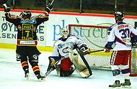 Hockey UPC-liga 3. finale TIK - VIF 3-1<br /> Johan Eklund jubler for scoringen til Lars Erik Spets til 3-1, Christopher Mason og Erik Ryman også i bildet<br /> Foto: Carl-Erik Eriksson, Digitalsport