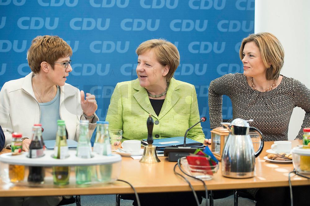 27 MAR 2016, BERLIN/GERMANY:<br /> Annegret Kamp-Karrenbauer (L), CDU, Ministerpraesidentin, Angela Merkel (M), CDU, Budneskanzlerin, Julia Kloeckner (R), CDU Landesvorsitzender Rheinland-Pfalz, im Gespraech, vor Beginn einer Sitzung des Bundesvorstandes nach der Landtagswahl im Saarland, Konrad-Adenauer-aus<br /> IMAGE: 20170327-01-019<br /> KEYWORDS: Julia Klöckner, Gespräch