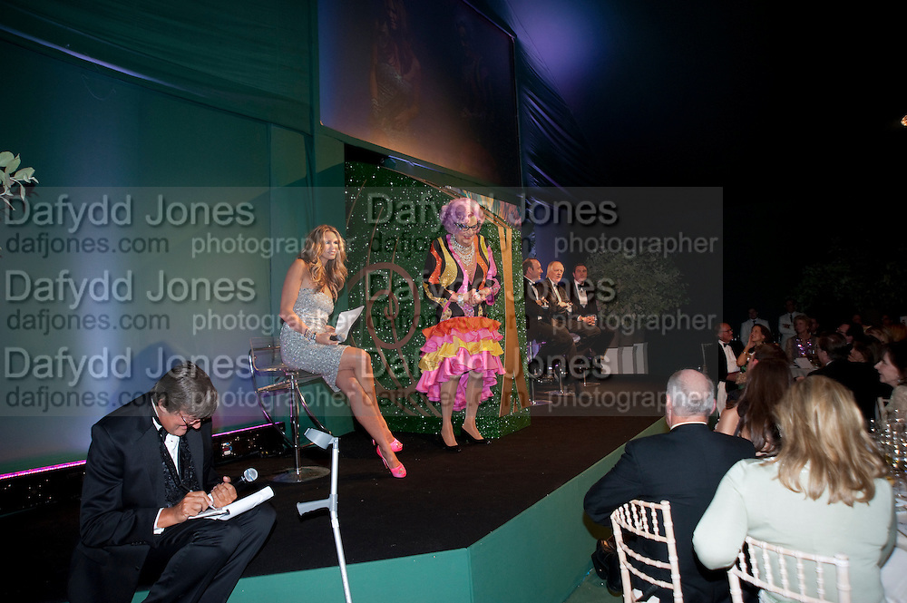 STEPHEN FRY; BARRY HUMPHRIES; ELLE MACPHERSON; KEVIN SPACEY; SIR TIME RICE; DAVID WALLIAMS. The Ormeley dinner in aid of the Ecology Trust and the Aspinall Foundation. Ormeley Lodge. Richmond. London. 29 April 2009