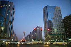 Final de tarde em Abu Dhabi mostra um dia-a-dia movimentado nos Emirados Árabes Unidos. FOTO: Jefferson Bernardes/Preview.com