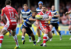 Shaun Knight (Gloucester) passes the ball - Photo mandatory by-line: Patrick Khachfe/JMP - Tel: Mobile: 07966 386802 12/04/2014 - SPORT - RUGBY UNION - Kingsholm Stadium, Gloucester - Gloucester Rugby v Bath Rugby - Aviva Premiership.