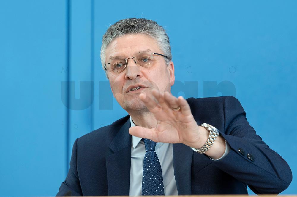 "09 APR 2020, BERLIN/GERMANY:<br /> Prof. Dr. Lothar H. Wieler, Praesident Robert Koch-Institut, Pressekonferenz ""Unterrichtung der Bundesregierung zur Bekämpfung des Coronavirus"", Bundespressekonferenz<br /> IMAGE: 20200409-01-042<br /> KEYWORDS: BPK"