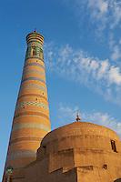Ouzbekistan, Khiva, patrimoine mondial de l UNESCO, le minaret Islam Hoja // Uzbekistan, Khiva, Unesco World Heritage, Islam Hoja minar
