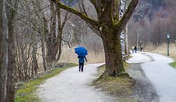 THEMENBILD - ein Spaziergaenger mit einem Regenschirm geht bei der Uferpromenade des Zeller Sees, aufgenommen am 31. Maerz 2015, Zell am See, Österreich // a stroller with an umbrella walks near the lakeside promenade of Lake Zell, Zell am See, Austria on 2015/03/31. EXPA Pictures © 2015, PhotoCredit: EXPA/ JFK