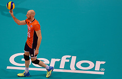 20150620 NED: World League Nederland - Portugal, Groningen<br /> De Nederlandse volleyballers hebben in de World League het vierde duel met Portugal verloren. Na twee uitzeges en de 3-0 winst van vrijdag boog de ploeg van bondscoach Gido Vermeulen zaterdag in Groningen met 3-2 voor de Portugezen: (25-15, 21-25, 23-25, 25-21, 11-15) / Jasper Diefenbach #20/