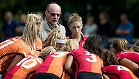 UTRECHT - HOCKEY - coach Toon Siepman (Oranje-Rood)  met Laura Nunnink (Oranje-Rood) voor   de hoofdklasse hockeywedstrijd dames Kampong-Oranje-Rood (0-5) .COPYRIGHT KOEN SUYK