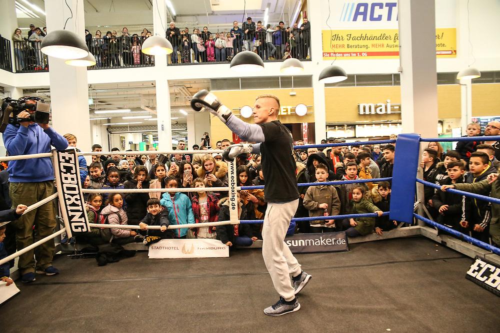 Boxen: Boxen Live, EC Boxing & SES Boxpromotion, Hamburg, 15.01.2020<br /> Öffentliches Training: Sebastian Formella<br /> © Torsten Helmke