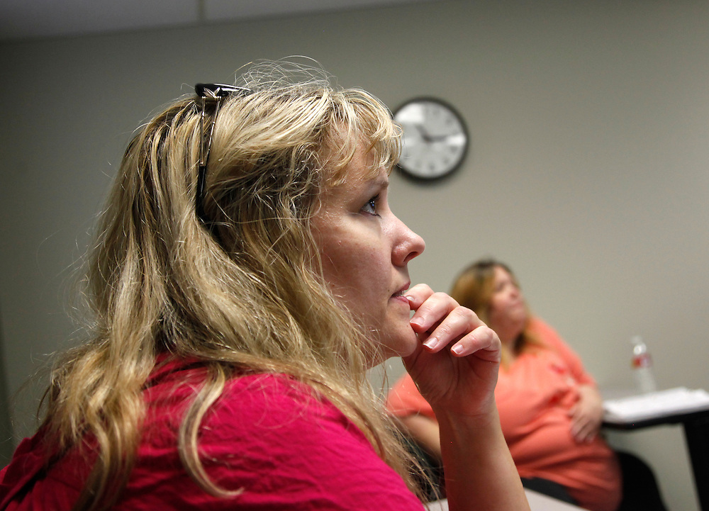 Bariatric surgery patients including Carolyn Dawson (L) listen at a nutrition class three weeks after her surgery in Denver September 22, 2010.  Dawson hoped to lose almost 150 pounds with the help of the procedure but was struggling with the protein shakes she was required to drink. REUTERS/Rick Wilking (UNITED STATES)