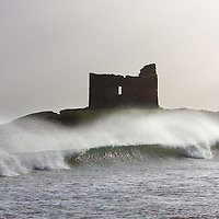 Stormy Sea at McCarthy Castle in Ballinskelligs County Kerry, Ireland / bs055