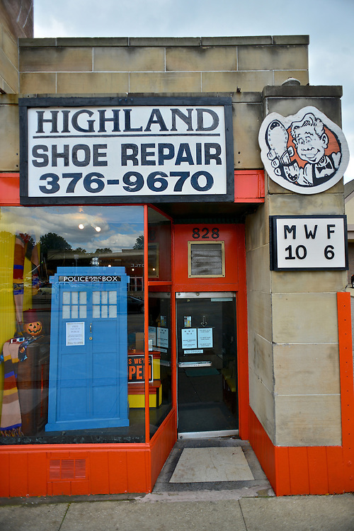 Front entrance of Highland Shoe Repair.
