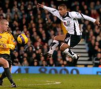 Photo: Ed Godden.<br /> Fulham v Arsenal. The Barclays Premiership. 29/11/2006.<br /> Fulham's Wayne Routledge has a shot.