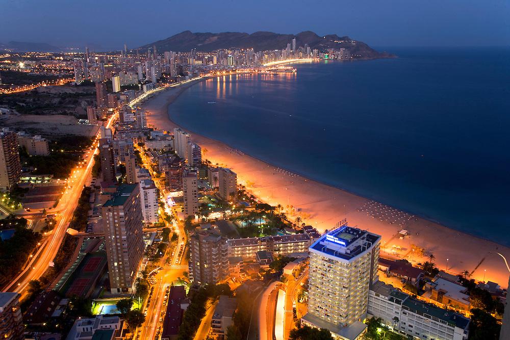 Agosto/2008 Comunidad Valenciana. Benidorm.Vista general nocturna de la Playa de Levante..©JOAN COSTA....