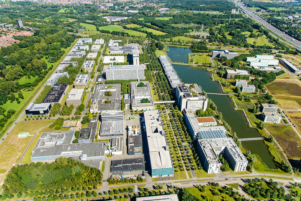 Nederland, Noord-Brabant, Eindhoven, 23-08-2016; High Tech Campus Eindhoven, onderdeel Brainport Eindhoven. Het terrein van het voormalige 'NatLab' het Philips Natuurkundig Laboratorium huisvest tegenwoordig allerlei hightech bedrijven, waaronder Philips Research, Atos Origin, ASML, IBM, Fluxxion, NXP.  <br /> High Tech Campus Eindhoven. The site of the former 'NatLab 'the Philips Physics Laboratory today houses many hightecbedrijven, including Philips Research, Atos Origin, ASML, IBM, Fluxxion, NXP. Part of Brainport Eindhoven.<br /> <br /> luchtfoto (toeslag op standard tarieven);<br /> aerial photo (additional fee required);<br /> copyright foto/photo Siebe Swart