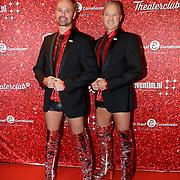 NLD/Amsterdam/20191111 - Premiere Kinky Boots, Twee mannen met zilveren Kinky Boots