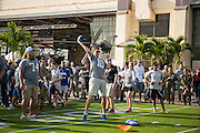 January 27 2016: New York Giants Eli Manning throws to kids during the Pro Bowl Draft at Wheeler Army Base on Oahu, HI. (Photo by Aric Becker/Icon Sportswire)