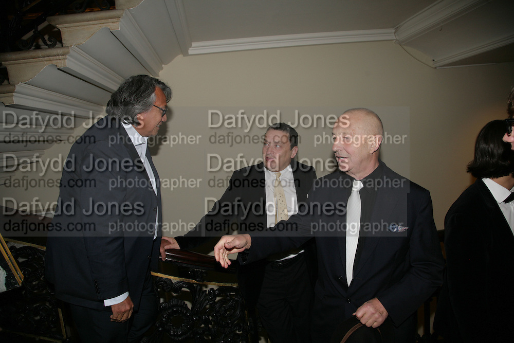David Tang, Norman Rosenthall and Georg Baselitz, Georg Baselitz, Royal Academy. 18 September 2007. -DO NOT ARCHIVE-© Copyright Photograph by Dafydd Jones. 248 Clapham Rd. London SW9 0PZ. Tel 0207 820 0771. www.dafjones.com.