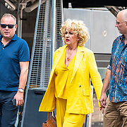 NLD/Amsterdam/20190602 - Familiepremière Huisdiergeheimen 2, Karin Bloemen met links manager Mike Dobbinga