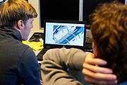 Studenten bekijken het ontwerp van de fiets. In september wil het Human Power Team Delft en Amsterdam, dat bestaat uit studenten van de TU Delft en de VU Amsterdam, tijdens de World Human Powered Speed Challenge in Nevada een poging doen het wereldrecord snelfietsen voor vrouwen te verbreken met de VeloX 7, een gestroomlijnde ligfiets. Het record is met 121,44 km/h sinds 2009 in handen van de Francaise Barbara Buatois. De Canadees Todd Reichert is de snelste man met 144,17 km/h sinds 2016.<br /> <br /> With the VeloX 7, a special recumbent bike, the Human Power Team Delft and Amsterdam, consisting of students of the TU Delft and the VU Amsterdam, also wants to set a new woman's world record cycling in September at the World Human Powered Speed Challenge in Nevada. The current speed record is 121,44 km/h, set in 2009 by Barbara Buatois. The fastest man is Todd Reichert with 144,17 km/h.