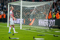 24-05-2017 SWE: Final Europa League AFC Ajax - Manchester United, Stockholm<br /> Finale Europa League tussen Ajax en Manchester United in het Friends Arena te Stockholm / Davy Klaassen(C) #10 of Ajax maant zijn supporters tot rust en te stoppen met stoeltjes te gooien