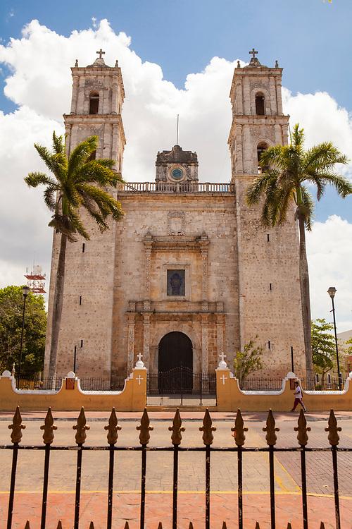 Facade of the Iglesia de San Servacio, on the south edge of the Parque Francisco Canton, Valladolid, Mexico