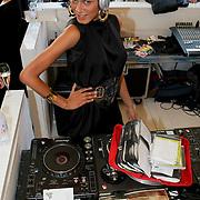 NLD/Amsterdam/20080723 - Modeshow Jan Taminiau tijdens AIFW 2008, DJ Sunny achter de draaitafel