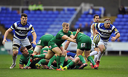 Scott Steele of London Irish passes the ball - Photo mandatory by-line: Patrick Khachfe/JMP - Mobile: 07966 386802 22/11/2014 - SPORT - RUGBY UNION - Reading - Madejski Stadium - London Irish v Bath Rugby - Aviva Premiership