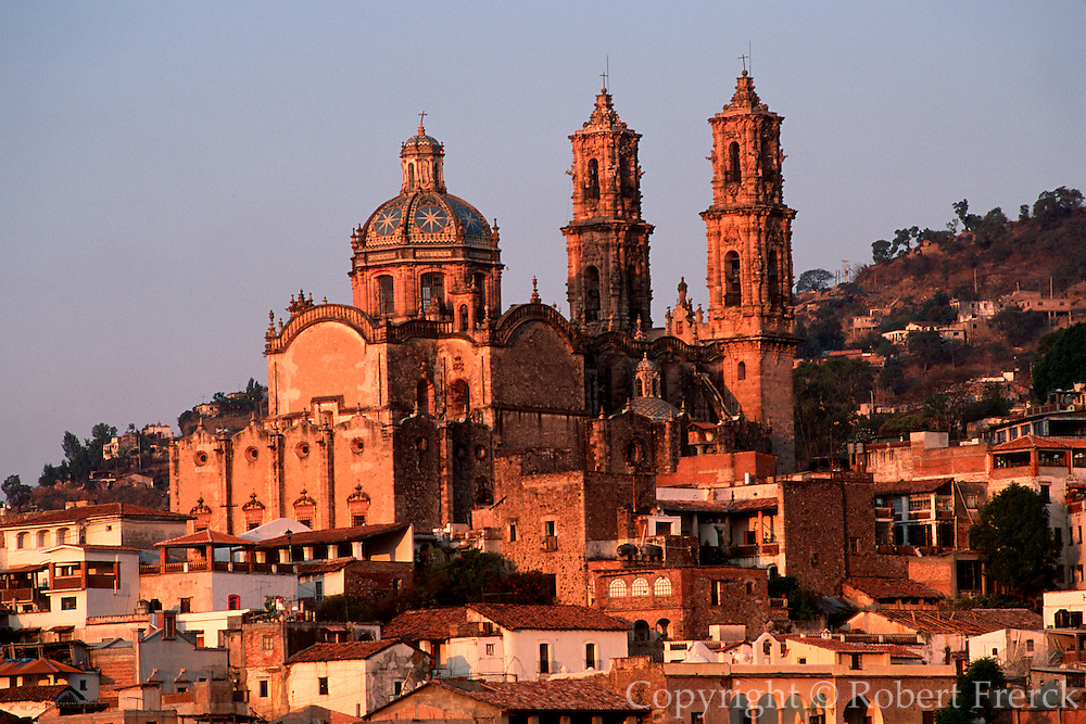 MEXICO, COLONIAL, TAXCO Santa Prisa Cathedral, built in 1748